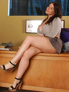 Moms Upskirt Pictures